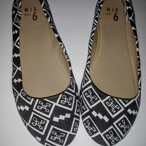 Mix No. 6 Geo Print Danzey Flats, Like New